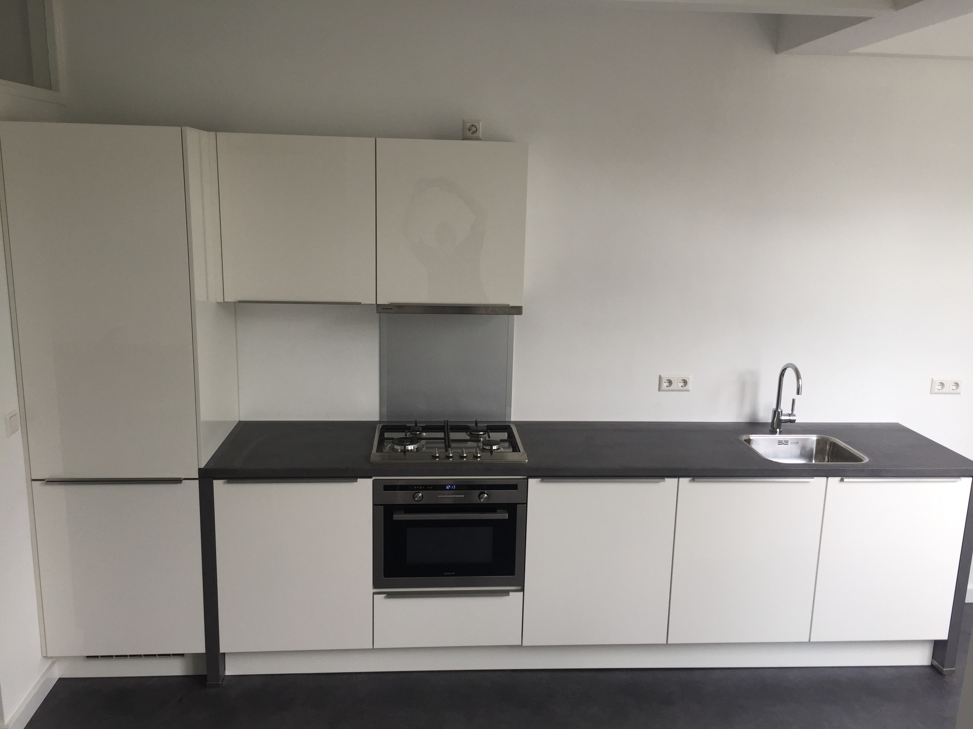 Zwart witte keuken tibouw